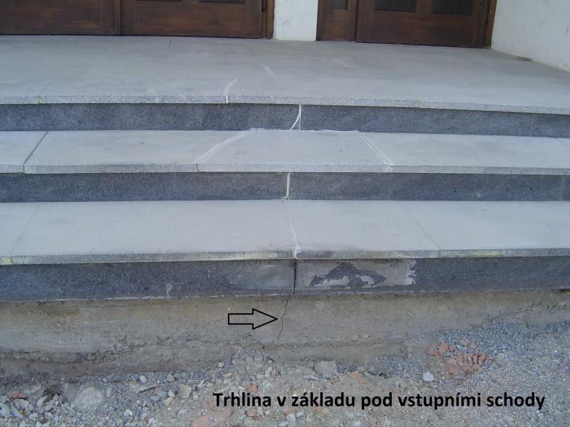 Trhlina-pod-schody